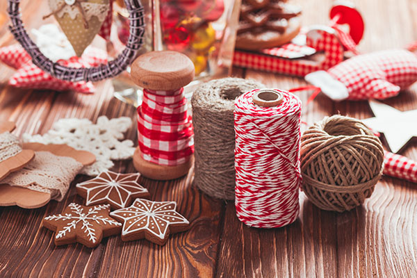 6 of the Best Winter Holiday DIY Decorations on Pinterest