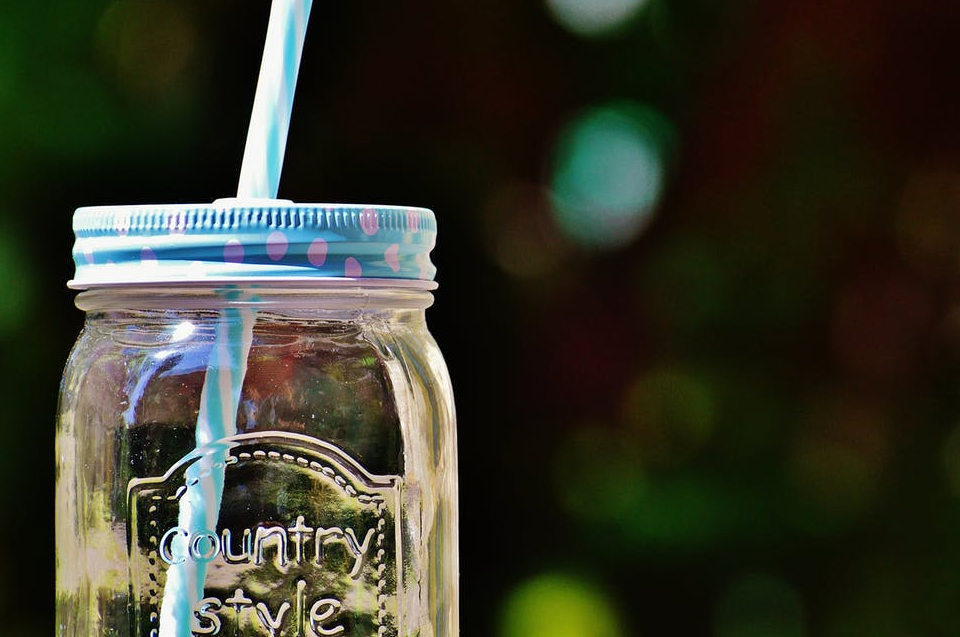 Short on time for the DIY projects you love? These ten ways to repurpose your mason jars are not only fun, but they are also quick and easy. (Photo of mason jar drinking glass with straw)